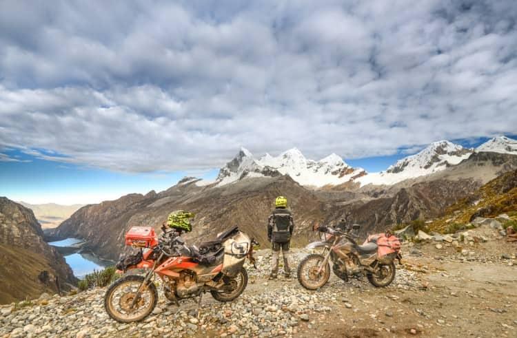 Temperaturas de -1ºC, 6 A.M. Desde el Paso Portachuelo se ven las Lagunas de Llanganuco y los picos del Nevado Huandoy.