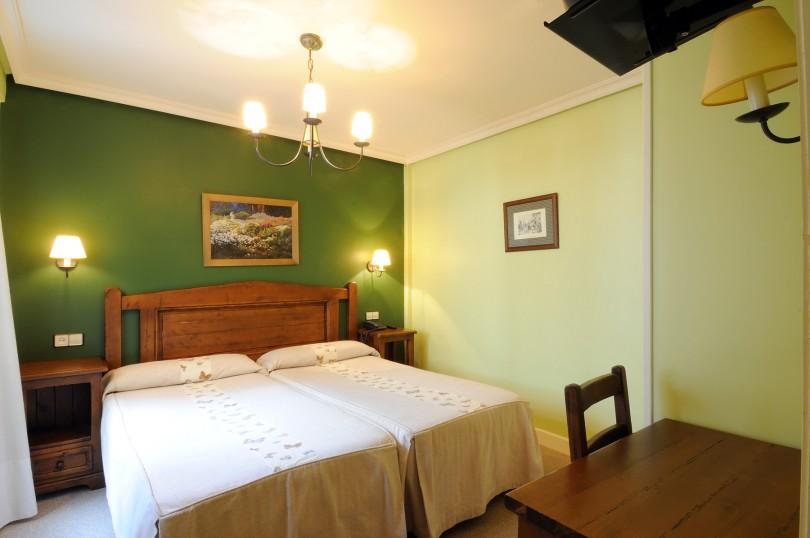 HOTEL RESTAURANTE TORRES EN FELECHOSA -ALLER 17-4-2009
