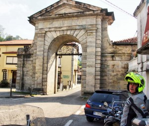 La Cavada, puerta de Carlos III