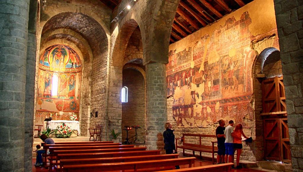 Interior de Santa María de Tahull.