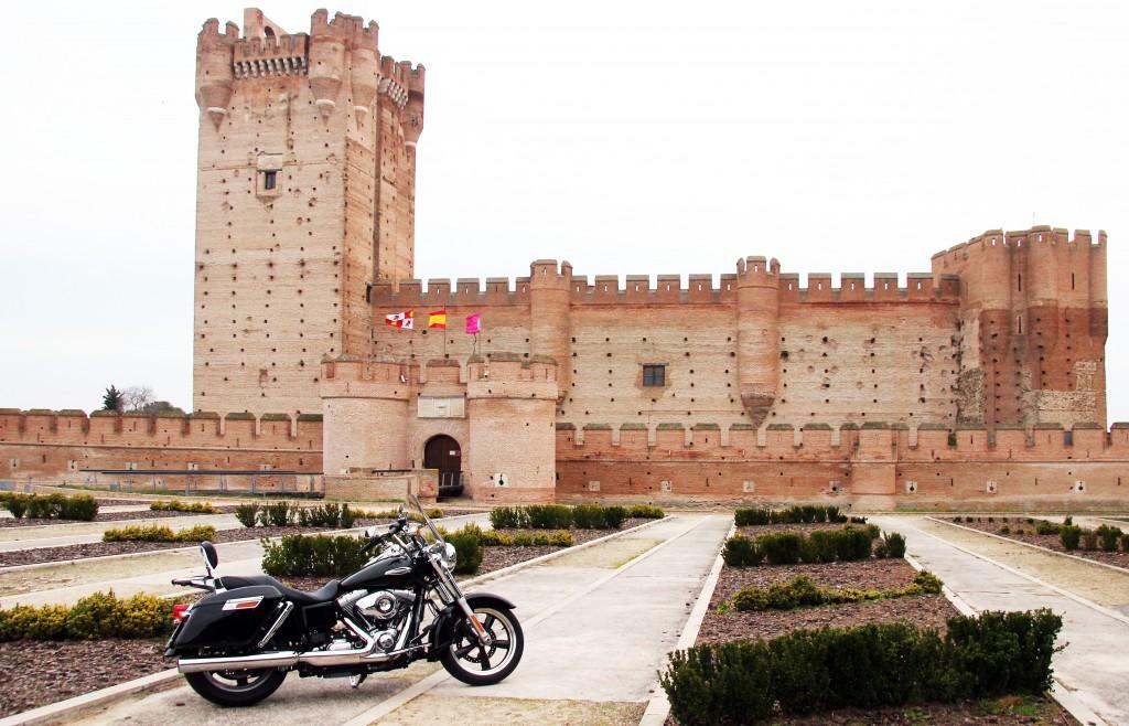 Castillo de la Mota. Ruta en Harley por Ávila, Segovia y Valladolid