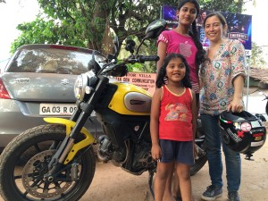 Con chicas INdias en Goa