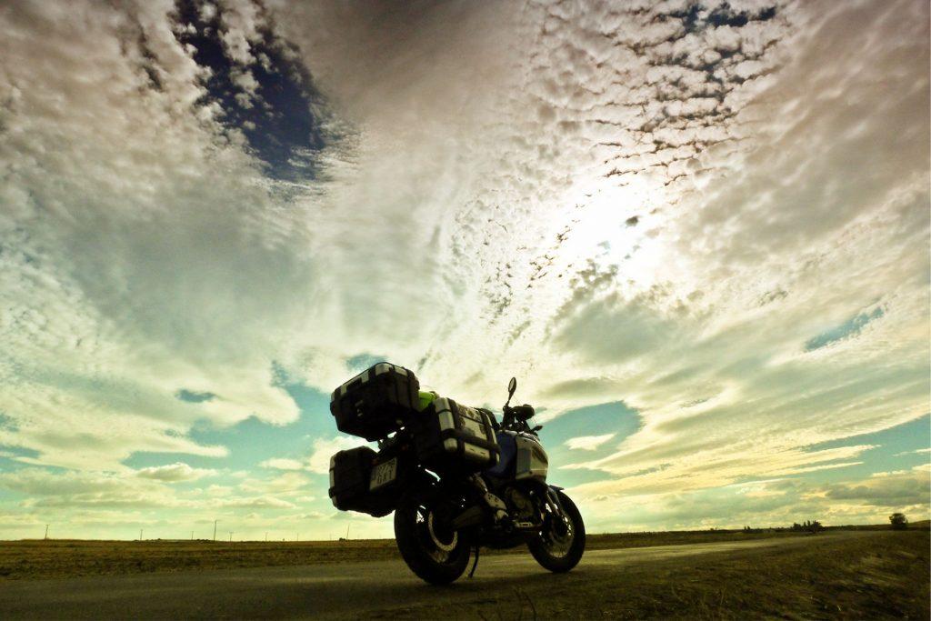 """El tren """"Ruta de la Plata"""", en moto."""