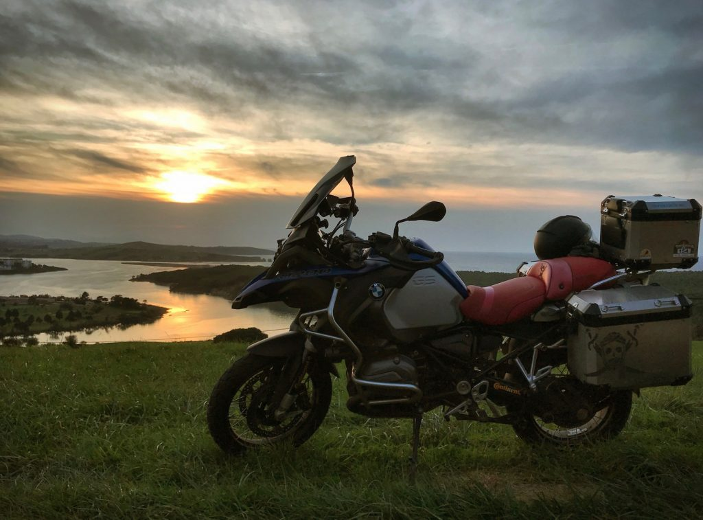 El sol, mi moto y el Cantábrico