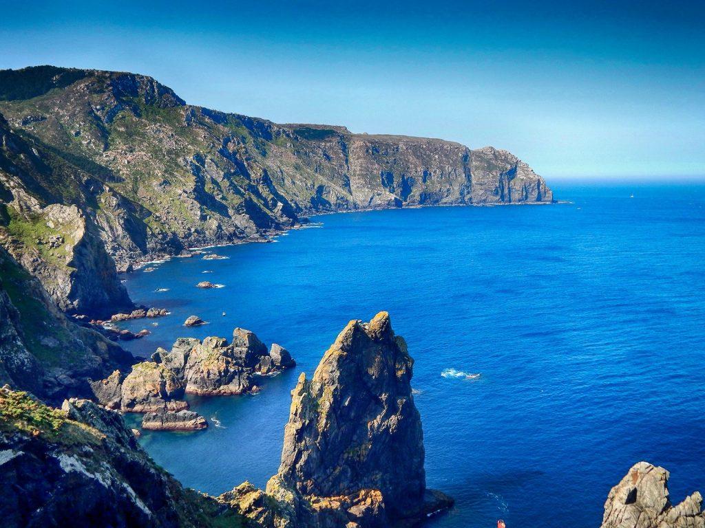 La costa se recorta sinuosa en el cabo Ortegal.