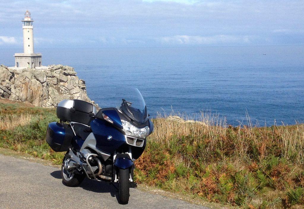 Ruta en moto a los faros en costa da Morte.