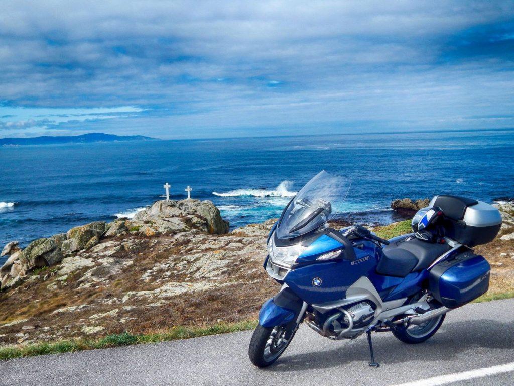 El azul de mar germánico se funde con el intenso Atlántico en la Costa da Morte.