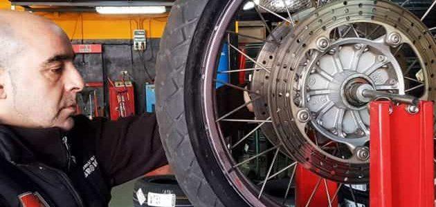Neumáticos de moto: composición y seguridad