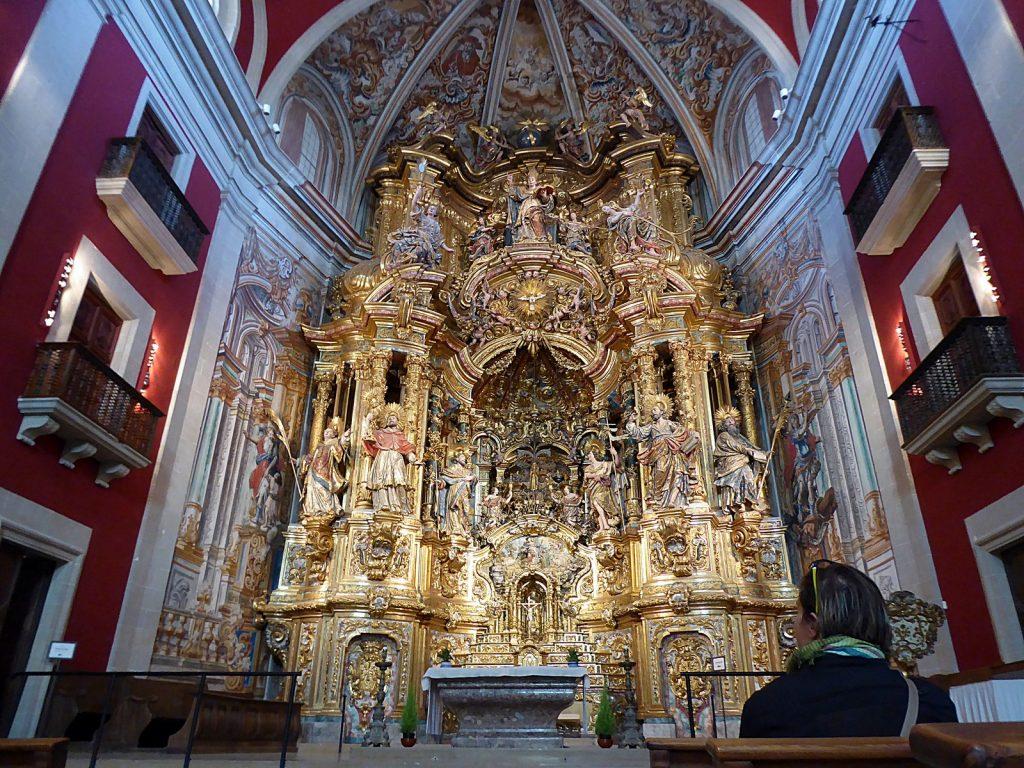 Santuario del Miracle, con su arrebatador retablo.
