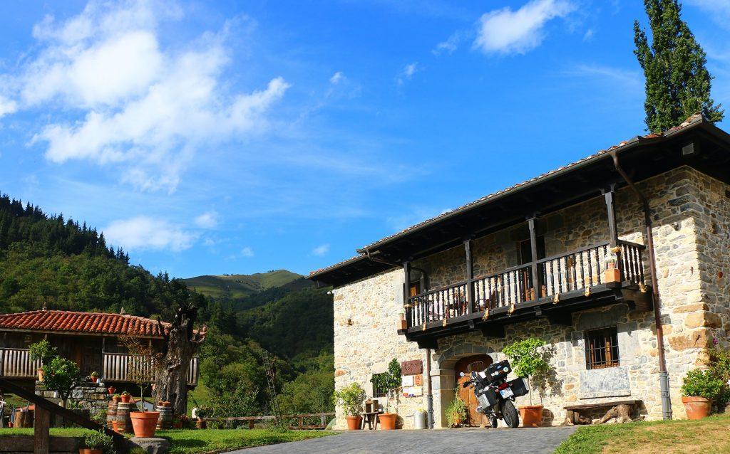 El Castañíu mantiene viva la esencia de las construcciones tradicionales asturianas