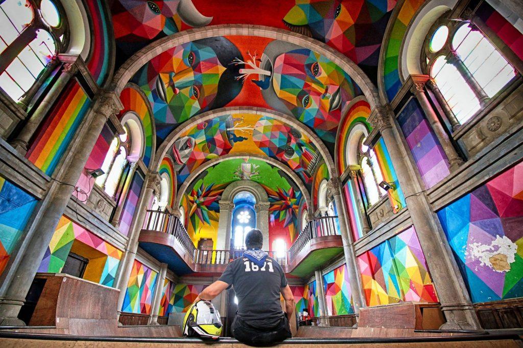 Iglesia Skate, by Okuda.