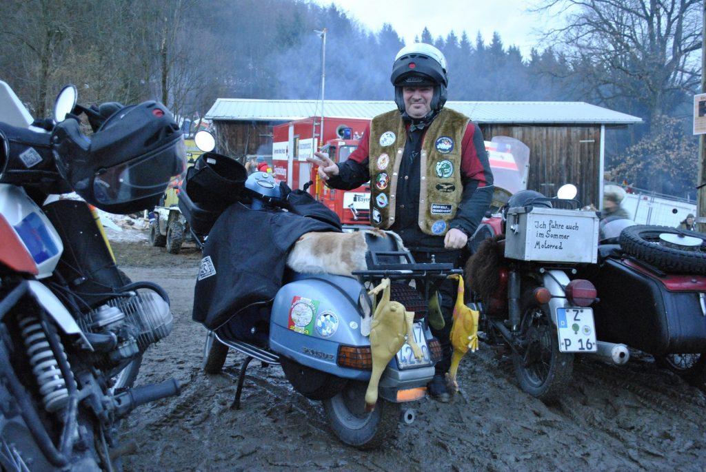 Esta moto la adelantamos yendo de MUNICH a la concentración y luego nos la encontramos ahí.