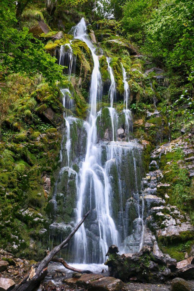 La cascada de Xurbeo ha dejado al descubierto una maravilla natural desconocida en Aller.