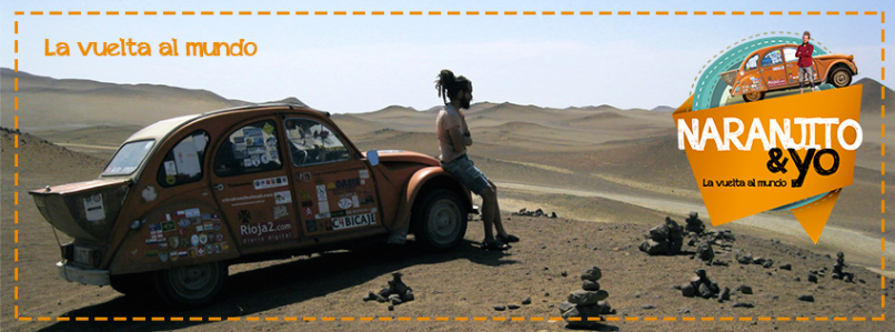 """Jorge Sierra y """"Naranjito"""", el 2CV con el que ha viajado por el mundo."""