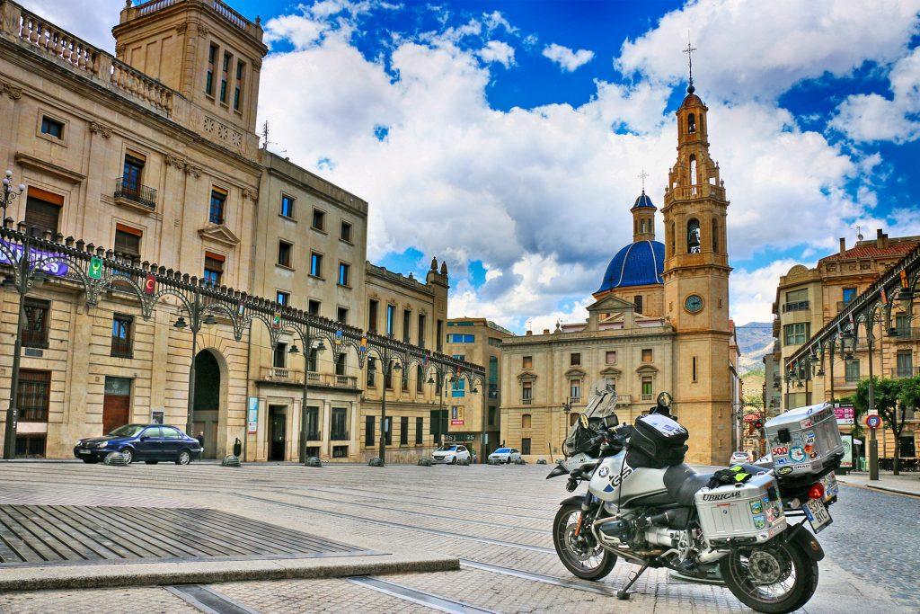 Plaza España, Iglesia Santa Maria y Ayuntamiento de Alcoy.