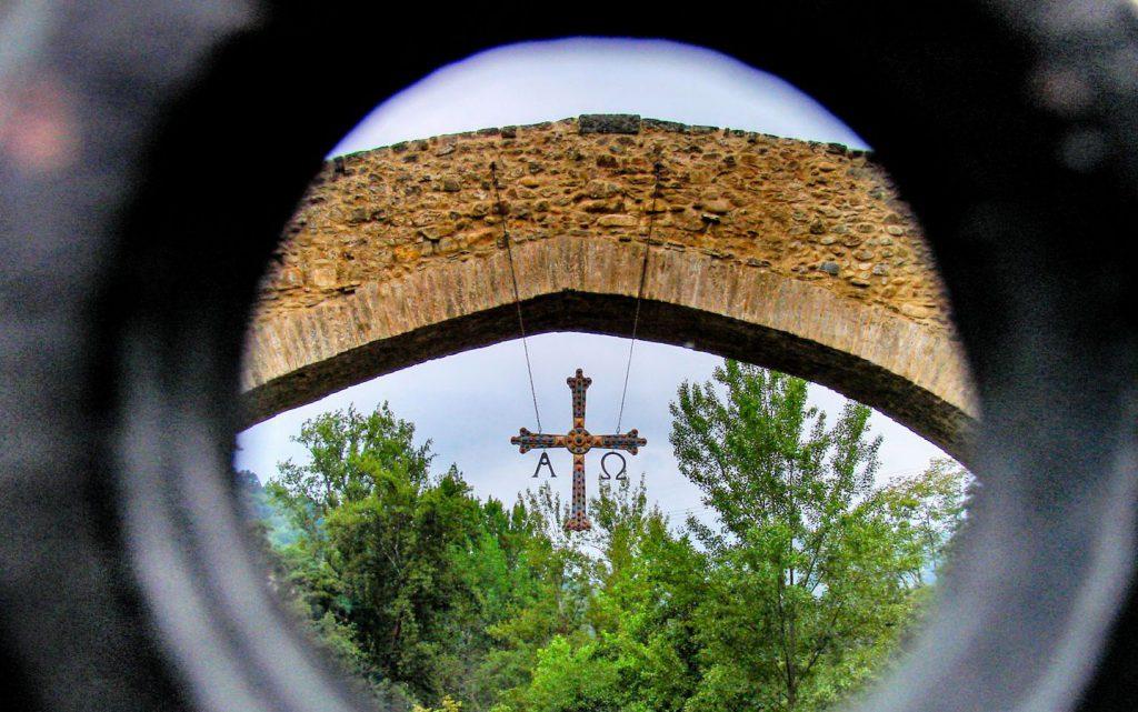 Alfa y Omega, emblemas del Principado: puente romano en Cangas de Onís // Foto: Quique Arenas.-