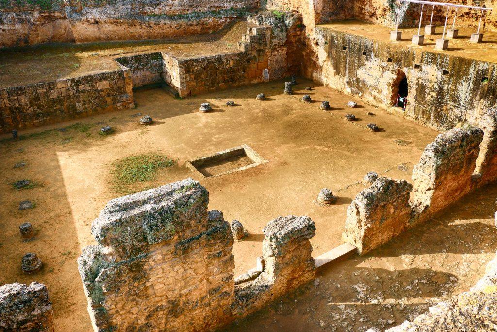 Restos de la necrópolis romana en Carmona.