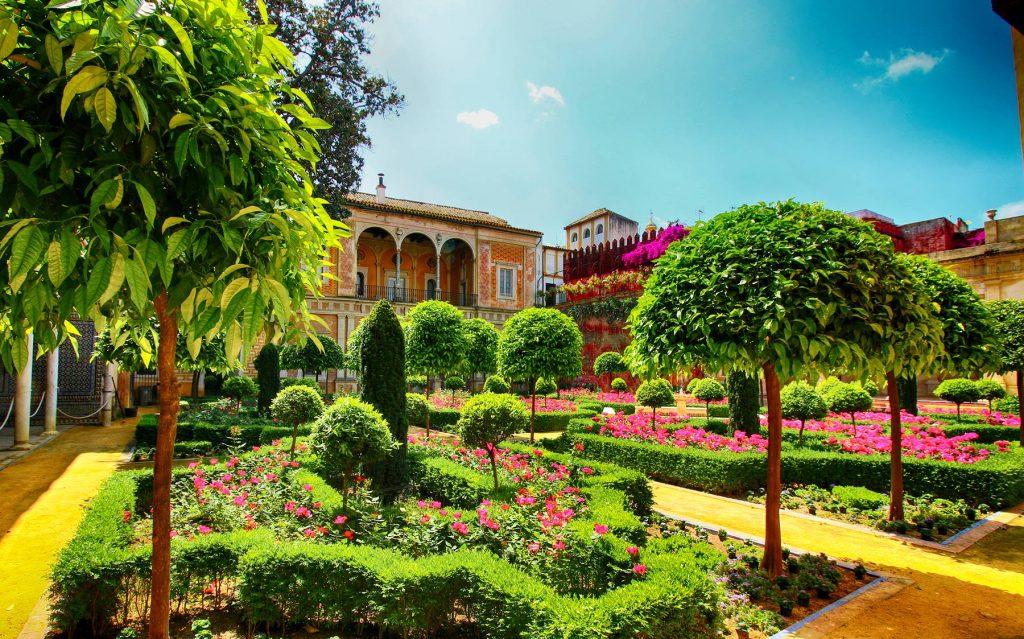 La Casa de Pilatos es el prototipo perfecto de palacio andaluz, y sus diversas estancias, galerías y jardines.