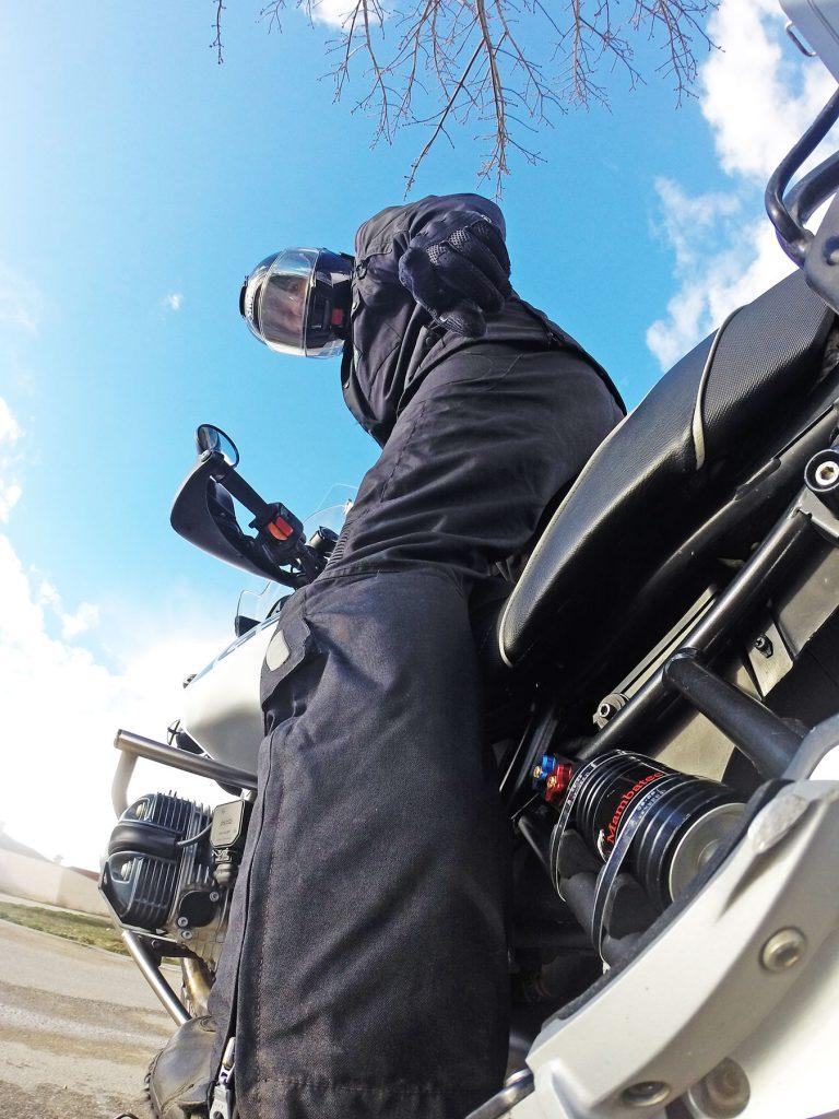 Es importante ajustar correctamente las suspensiones de nuestra moto: mejoramos su rendimiento y aumentamos la seguridad.