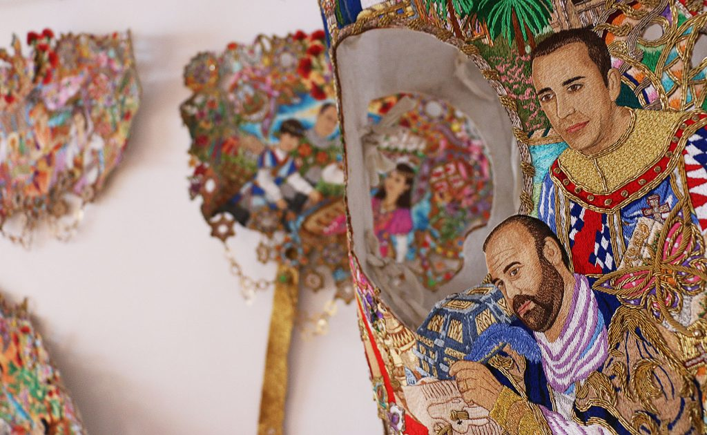 El enjaezamiento es todo un arte, y embellece aún más la fiesta de los Caballos del Vino (piezas expuestas en el interior de la Hospedería Rural Almunia).
