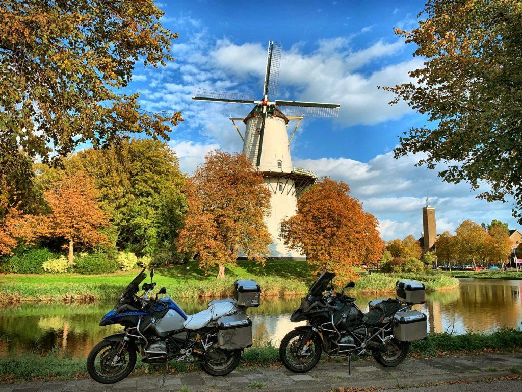 Vimos hermosos molinos a nuestro paso por Holanda