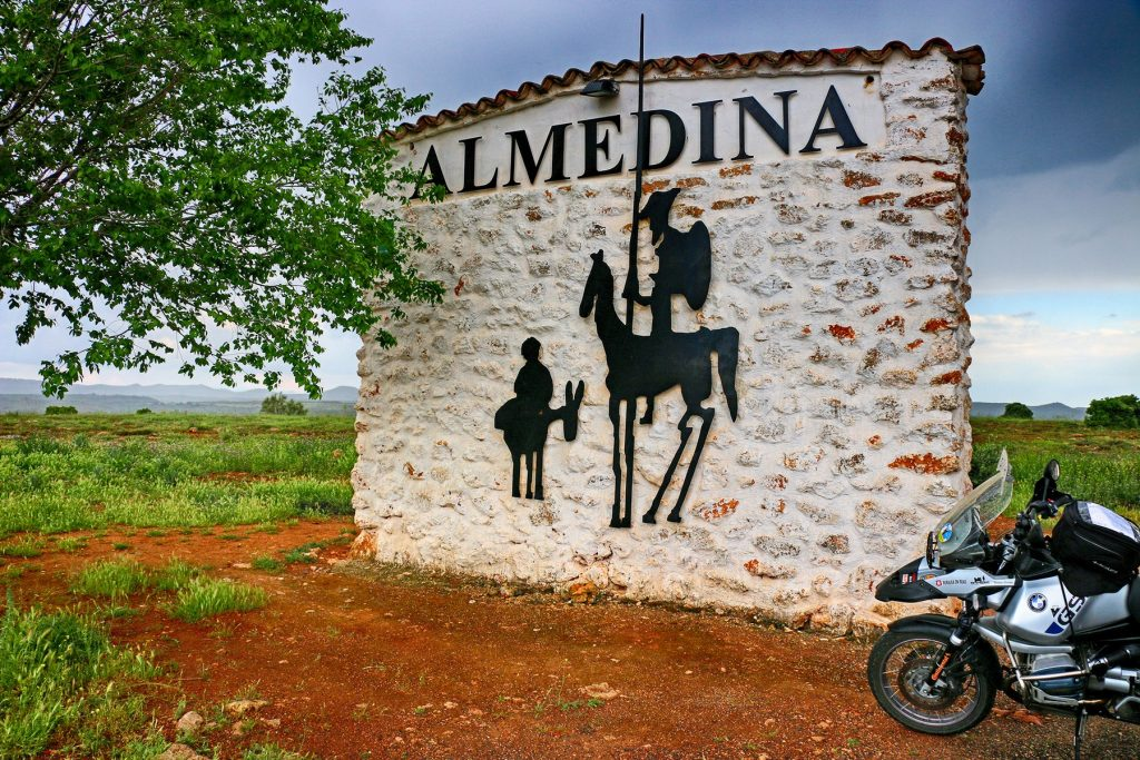 Seguimos las huellas del Quijote en el Campo de Montiel.