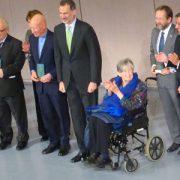El Rey entrega a Alicia Sornosa el premio Viaje del Año de la SGE