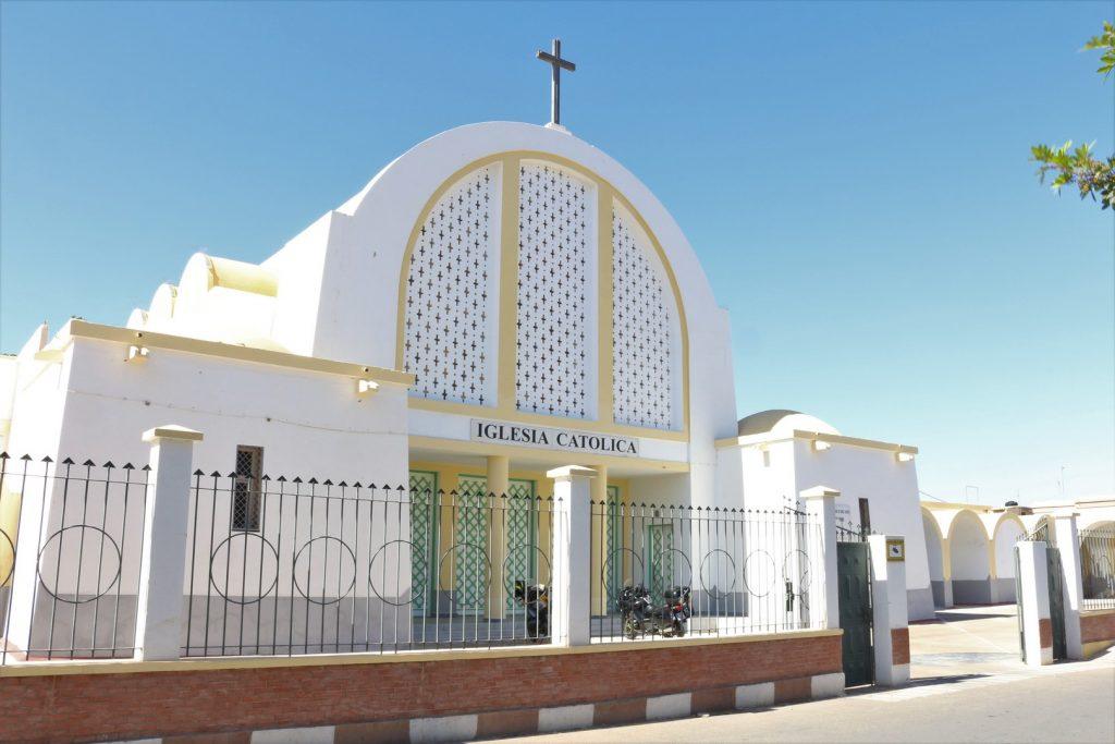 Las iglesias continúan prestando servicio a la comunidad católica.