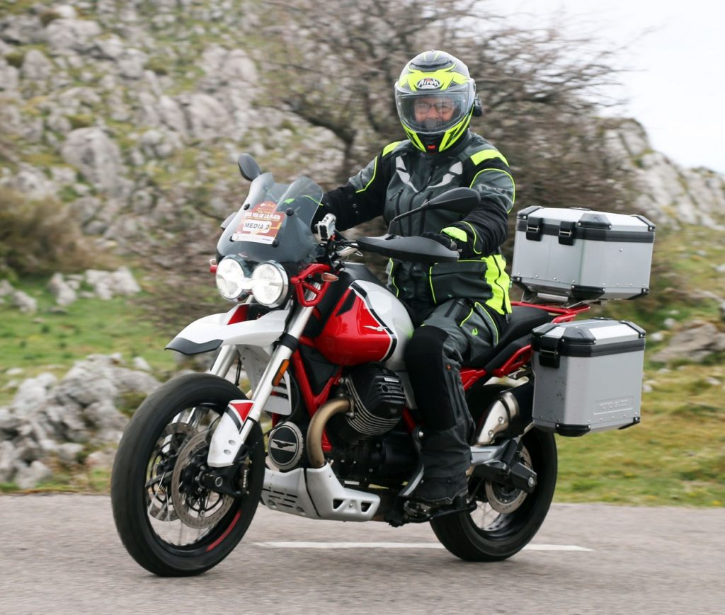 La Moto Guzzi V85TT, equipada con tres maletas.