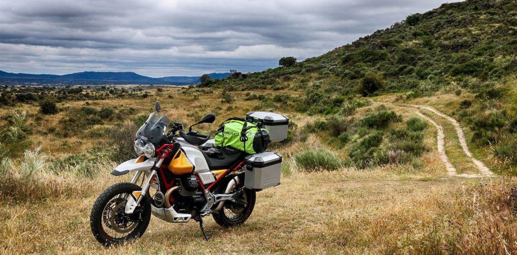 Off road con la Moto Guzzi V85TT.