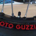 Los neumáticos de la Guzzi son con cámara.