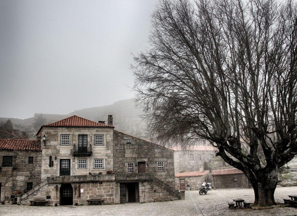 La niebla invade Sortelha.