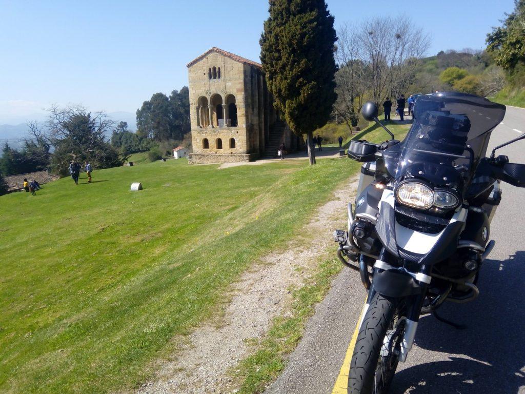 Asturias en moto: Santa María del Naranco (Oviedo).