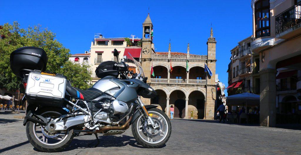 Plaza Mayor con el Abuelo Mayorga, en Plasencia.