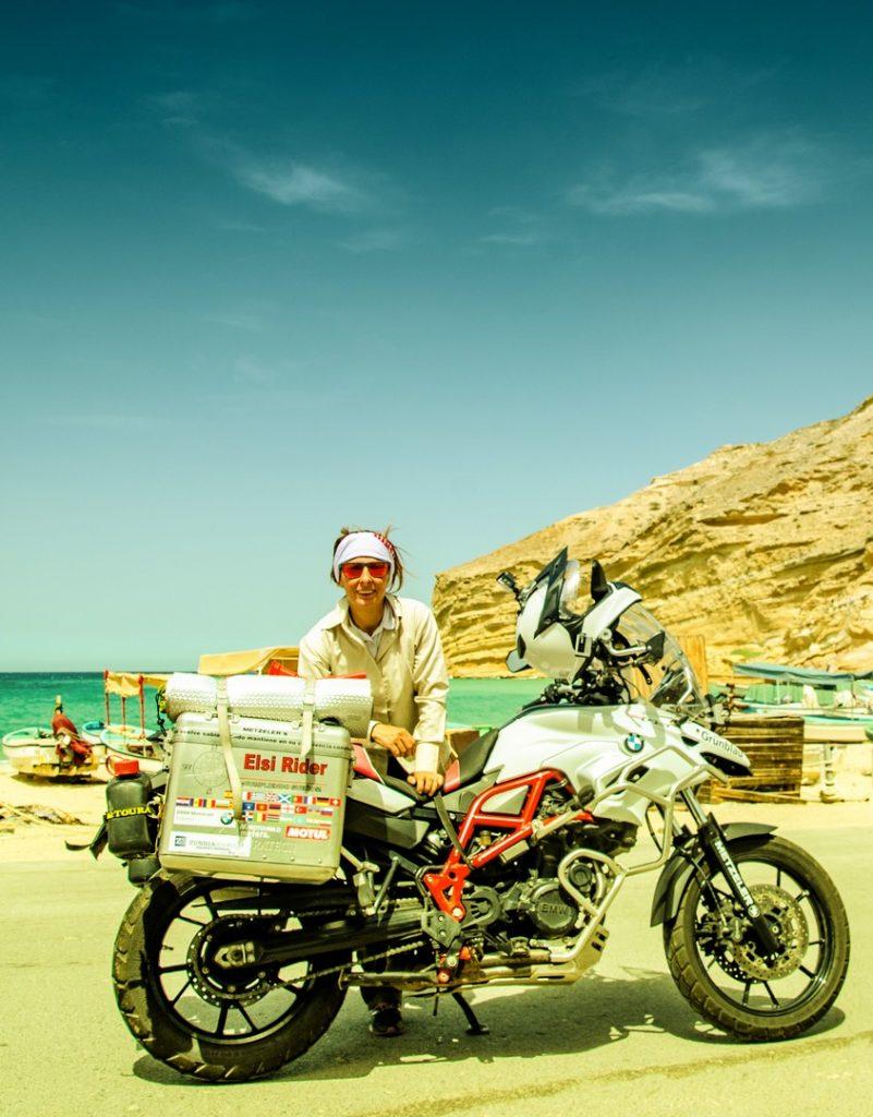 Elsi Rider y su viaje a la Península Arábiga.
