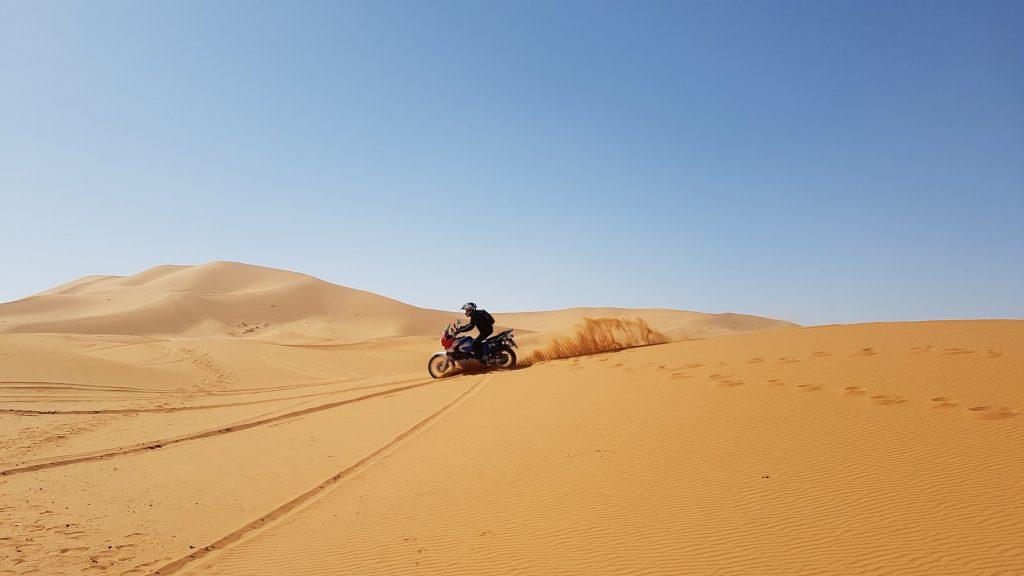 Nico y su 'Africota': Honda Africa Twin 750 en el desierto.