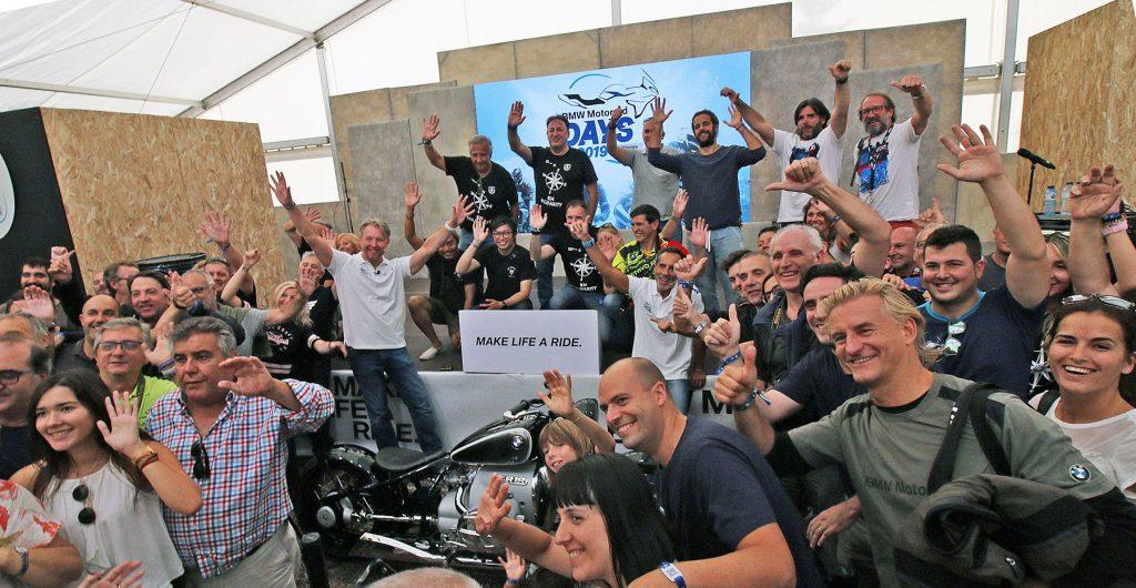Las caras más conocidas de BMW Motorrad, durante la presentación de la presentación de la Concept R18 el pasado año en la carpa de Sabiñánigo.