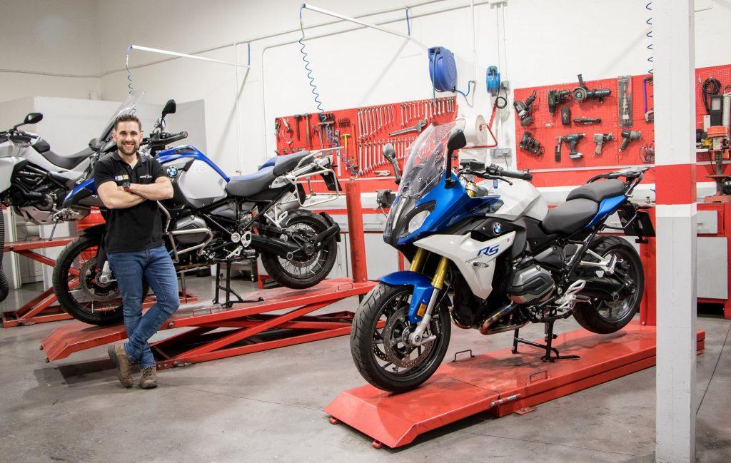 """En octubre de 2014 la revista Moto-Taller lo nombró taller del mes, con el título """"Pulcritud por bandera""""."""