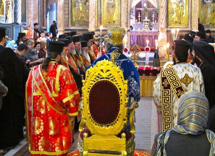 JERUSALEN IGLESIA DEL SANTO SEPULCRO MISA POR TURNOS