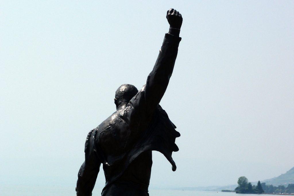 Estatua dedicada a Freddie Mercury, al pie del lago Leman, en Montreaux, Suiza.