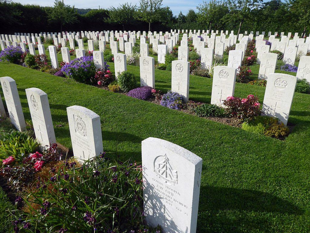 Normandía: Tumbas en Saint Charles de Percy.