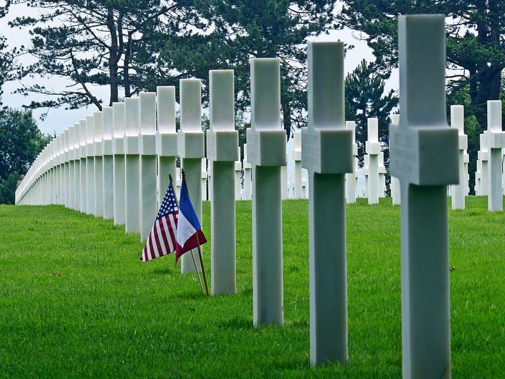 Normandía es hoy un gigantesco memorial plagado de monumentos, museos y diversos cementerios en los que se honra la memoria de los caídos de ambos bandos.