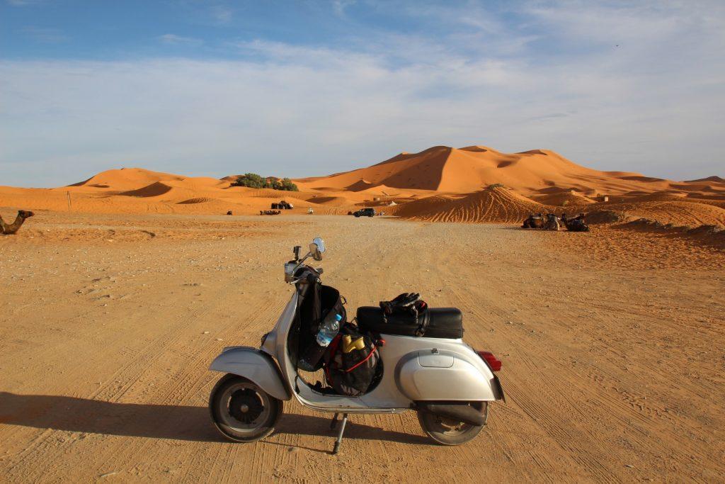 Hasta el Sahara en Vespa.