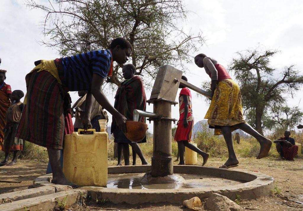 El agua, ese bien escaso en tantos y tantos lugares de África.
