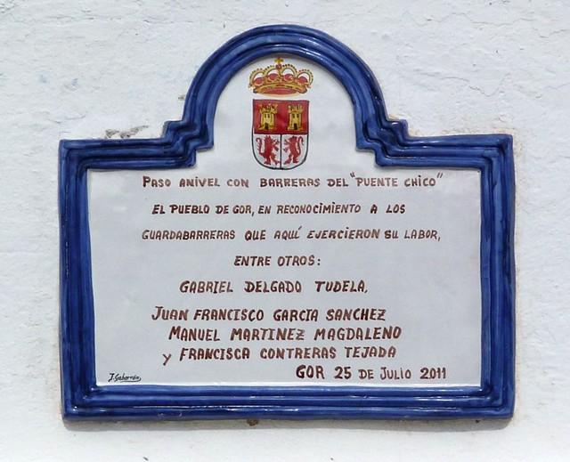 Placa de reconocimiento a los guardabarreras.