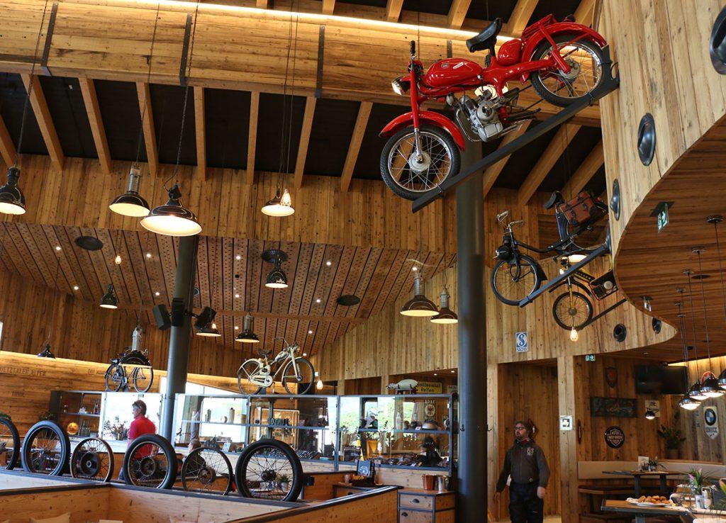 Interior del TOP MOUNTAIN MOTORCYCLE MUSEUM. Foto: Quique Arenas.-