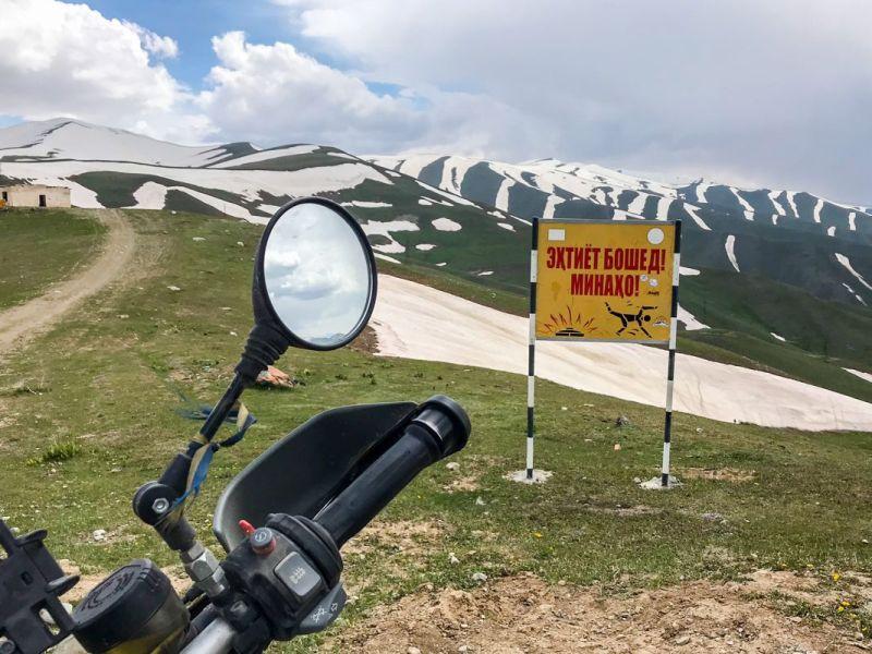 Cartel de advertencia de minas antipersona
