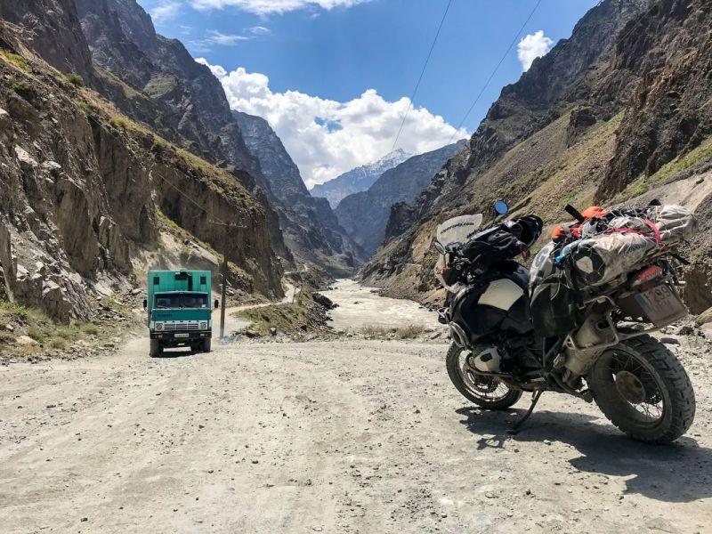 Entre Kalaikhum y Khorog, el río hace frontera natural entre Tayikistán y Afganistán