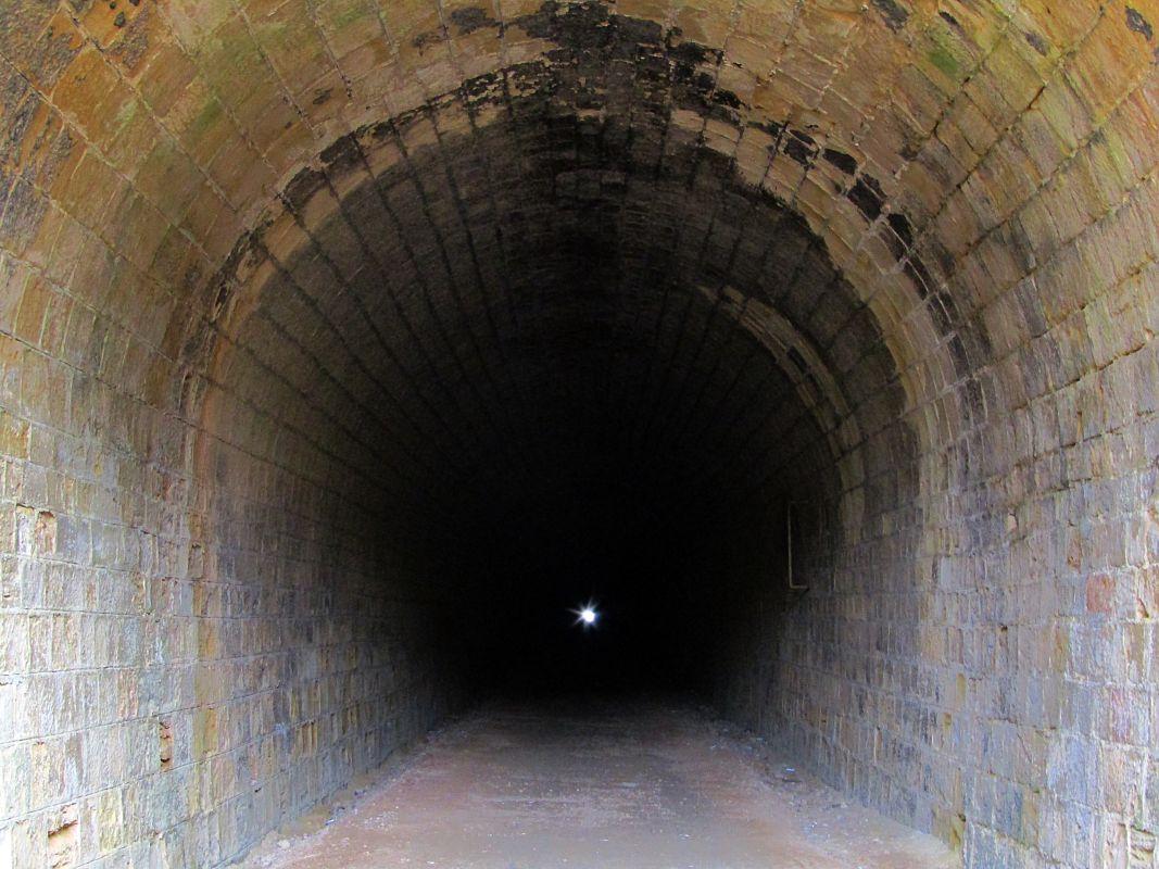 El túnel tiene una profundidad de 2 km