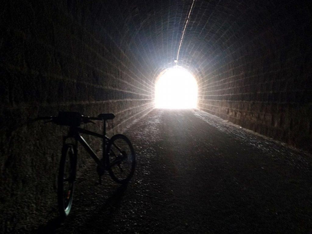 Túnel por donde pasaba el tren hacía Torre del Compte